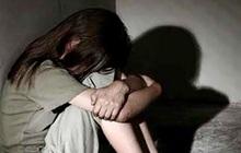 Điều tra nhóm thiếu niên thay nhau hiếp dâm bé gái, còn lấy điện thoại quay video