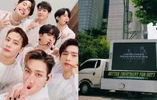 Khổ như fan GOT7: Bao năm đòi công bằng cho idol nhưng không được hồi âm, thuê xe biểu tình thì bị JYP... nhờ công an phường đuổi đi