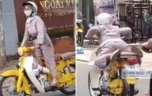 """Clip: Người phụ nữ lớn tuổi """"làm xiếc"""" khi lái xe máy tốc độ cao trên đường khiến nhiều người thót tim"""
