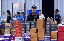 Đột kích kho hàng lậu hơn 10.000 m2 để bán qua livestream trên Facebook