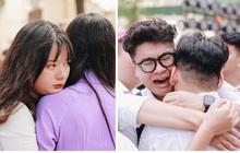Chùm ảnh: Học sinh lớp 12 ôm nhau khóc nức nở trong lễ bế giảng cuối cùng của đời học sinh