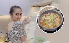 """Fan bất ngờ tìm lại clip Hương Giang hướng dẫn nấu bún dọc mùng trên nền nhạc """"Tặng anh cho cô ấy"""""""