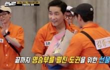 Kim Jong Kook giữ lời hứa tặng quà cho khách mời khiến Running Man thoát khỏi cảnh rating lẹt đẹt