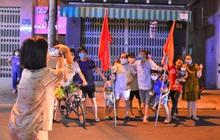 Thêm 1 bệnh viện và các tuyến đường ở Đà Nẵng dỡ bỏ lệnh cách ly, người dân và y bác sĩ vỗ tay hát vang