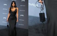 """Netizen Việt """"té ghế"""" vì màn thả dáng kỳ lạ nhất Hollywood: Kim Kardashian vội quá đem sạc máy tính lên thảm đỏ hay gì?"""