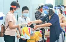 Giám đốc Sở Du lịch đến sân bay tiễn hàng trăm du khách bị mắc kẹt do dịch Covid-19 rời Đà Nẵng