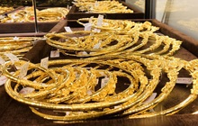 Giá vàng bật tăng sau khi chạm đáy