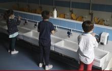 Trên 800 triệu trẻ em thiếu các phương tiện rửa tay cơ bản tại trường học