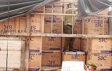 Bắt xe tải chở 390.000 khẩu trang y tế không rõ nguồn gốc từ TP.HCM ra Bắc