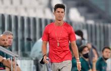 """Ronaldo """"mặc sai dress code"""" trong ngày Juve đăng quang ngôi vô địch Serie A lần thứ 9 liên tiếp"""