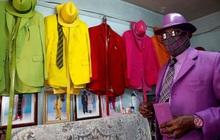 Mê phối đồ sặc sỡ nguyên set, người đàn ông khiến dân tình trầm trồ bằng bộ sưu tập khẩu trang mùa dịch tông xuyệt tông cực chất