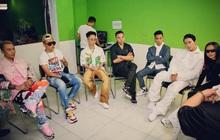 Bức ảnh hậu trường đầy quyền lực của Rap Việt: Touliver lần đầu xuất hiện bên cạnh 6 Giám khảo, HLV!