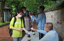 Học sinh Hà Nội rủ nhau đến Văn Miếu cầu may trước kỳ thi tốt nghiệp THPT Quốc gia 2020