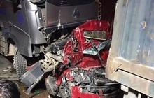 Hiện trường kinh hoàng vụ tai nạn container đè nát xe con khiến 3 người tử vong ở Hà Nội