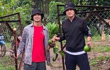 """Công Phượng """"bắt cặp"""" Huy Toàn tại nông trại Đà Lạt: Không đá bóng thì mình đi bán... bơ"""