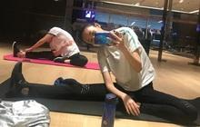 """Ngoài việc ăn nhạt muối, nhạt đường để tiêu mỡ giảm cân, ở tuổi 35 Cố Giai của """"30 Chưa Phải là Hết"""" giữ dáng thon gọn bằng bài tập yoga đặc biệt"""