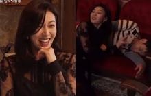 """Lộ tình tiết """"anh trai khờ"""" bị mẹ Seo Ye Ji ép cung đến ngất lịm tại hậu trường Điên Thì Có Sao"""