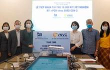 BV Tâm Anh và Hệ thống tiêm chủng VNVC trao tặng 10.000 bộ xét nghiệm SARS-CoV-2 bổ sung cho Hà Nội