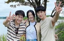 """Bộ 3 cast chính Điên Thì Có Sao khoe ảnh chào tạm biệt, dân tình choáng vì kích cỡ mặt khó tin của """"điên nữ"""" Seo Ye Ji"""