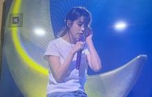 IU làm show miễn phí phát sóng truyền hình đã đành, còn hát liên tục 60 bài tặng fan, nhân viên tại trường quay xúc động đến... bật khóc!
