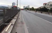 Hà Nội: Người phụ nữ điều khiển xe máy gặp tai nạn nguy kịch trên đường vành đai 3 trên cao