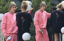 """Justin Bieber trở mặt chỉ trong 1 giây: Đang nhìn vợ âu yếm bỗng quay sang lườm paparazzi """"cháy mặt"""""""