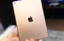 """Trên tay iPad 8 tại VN: Chip A12 Bionic và sạc nhanh """"vớt vát"""" thiết kế nhàm chán"""