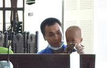 Đứa trẻ 20 tháng tuổi và người cha mang tội Giết người