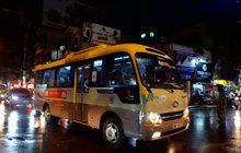 Hà Nội: Tan học từ 17h nhưng tới 20h vẫn có rất nhiều xe chở học sinh di chuyển trên đường do tắc đường sau cơn mưa lớn