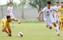 Cầu thủ trẻ Việt Nam lừa bóng qua 3 cầu thủ như Messi, bị đối phương phá siêu phẩm trong tíc tắc