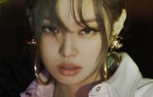 Jennie hóa tiểu thư thập niên 90 trong teaser mới, giữ nguyên kiểu tạo dáng nhưng fan khen thần thái còn xuất sắc hơn ảnh cũ