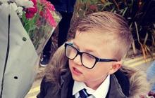 """MXH phát cuồng với cậu bé 7 tuổi tóc vuốt gel, tay cầm hoa lên kế hoạch đợi ở cổng trường xin """"bạn gái cũ"""" quay lại"""