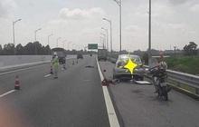 Tài xế xe con bị ô tô tải tông tử vong khi đang thay lốp trên cao tốc