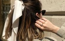 Gái Pháp mặc gì cũng sang và xinh lịm tim bởi họ rất ưu ái món phụ kiện tóc nhỏ xinh