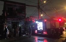 TP.HCM: Nhà sát bên quán phở bị cháy, nhiều thực khách buông đũa tháo chạy