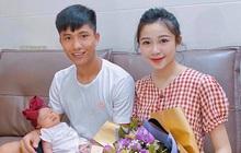 """Phan Văn Đức hứa cố gắng kiếm tiền để mua sữa cho con, Nhật Linh liền đáp hài hước: """"Em bé uống sữa mẹ mà, bố mua quà cho mẹ hợp lý hơn"""""""