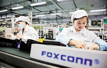 """Công nhân Trung Quốc lắp ráp iPhone 12 """"xuyên"""" Trung thu để kịp ngày ra mắt"""