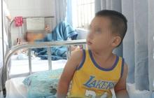 TP.HCM: Ngủ gục trên đầu xe máy của cha lúc đi chơi, bé trai 3 tuổi ngã xuống đường lâm nguy vì vỡ lách