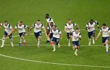"""Mourinho cho tất cả """"ăn thịt lừa"""", Tottenham thắng kịch tính Chelsea để vào tứ kết cúp Liên đoàn Anh"""