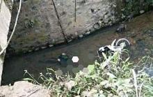 Phát hiện xác nam giới chìm cùng xe máy ở Lạng Sơn