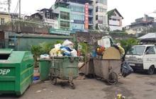 Hà Nội: Rác tăng đột biến 30 Tết, công nhân căng mình dọn rác
