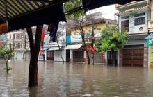 """Nam Định ngập sâu, người dân """"thúc thủ"""" trong nhà ngày mùng 1 Tết"""