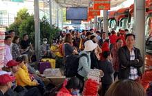Mùng 1 Tết, bến xe miền Tây đông kín người đổ về quê