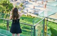 Thay vì ở nhà chúc Tết và sum vầy cùng gia đình, giới trẻ Châu Á có trào lưu đi du lịch để tránh những câu hỏi soi mói