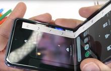 Vừa lên mạng 'bóc phốt' Galaxy Z Flip nứt vỡ khi đập hộp, người dùng được Samsung đổi trả máy mới tinh ngay hôm sau