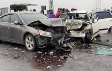 Va chạm với xe ô tô chở 2 nhà sư, 6 người nhập viện