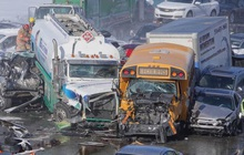 200 xe đâm liên hoàn: 2 người chết, 70 người bị thương