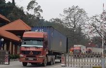Nông sản vẫn ùn ứ hàng trăm xe ở cửa khẩu, phía Trung Quốc thiếu người bốc xếp hàng
