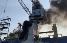 Đang sửa chữa, tàu chở hàng bỗng nhiên phát nổ