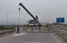 Quảng Ninh đổ đất, cẩu bê tông chặn đường kiểm soát người để phòng dịch COVID-19